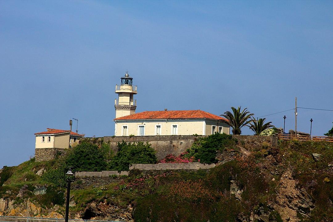 Faro de Cudillero/Cuideiru